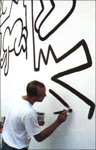 Keith Haring painting mural in Pisa, Italy in 1989, image courtesy the Haring Foundation.